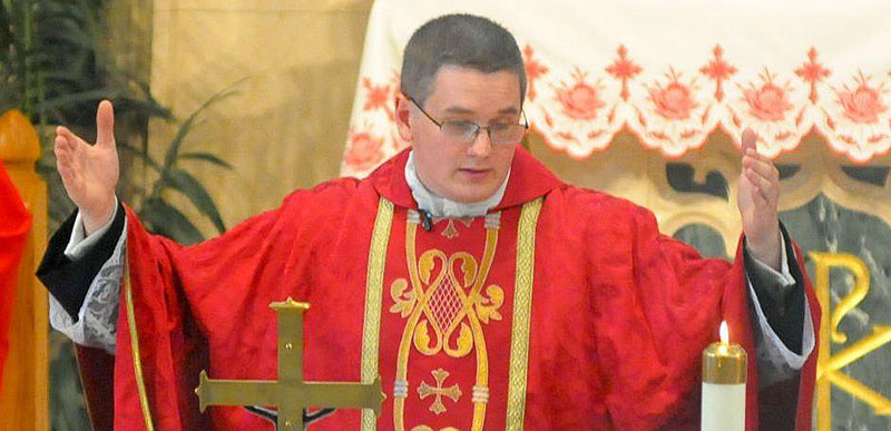 Catholic priest accused of sending a 17-year-old nudes on