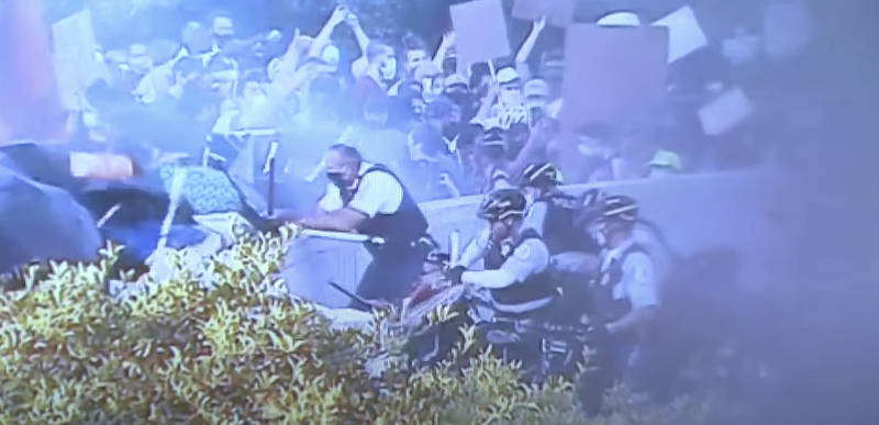 [VIDEO] – Chicago PD releases footage showing how rioters intentionally AMBUSHED police officers last weekend in Grant Park