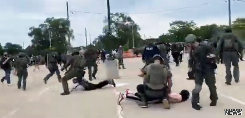WATCH: Arrest turns into BRAWL when anti-cop 'protesters' attack at 'Back the Blue' rally, feds SWARM